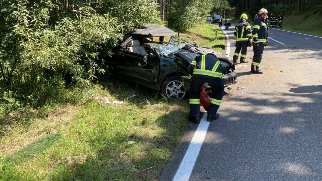 Schwerer Verkehrsunfall auf der Hansberg Landesstraße